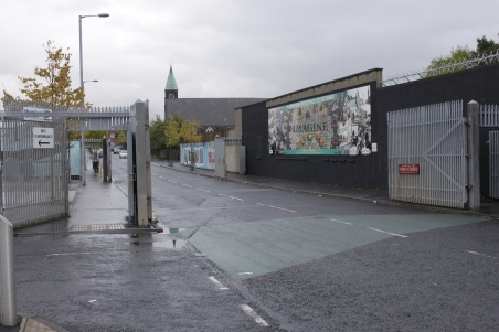 Portit Falls Roadin ja Shankill Roadin välissä pysyvät nykyään auki