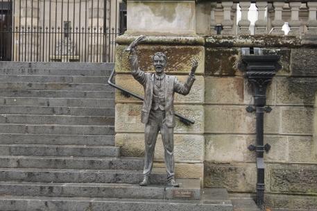 The Speaker (ei ois arvannu) tullitalon portailla